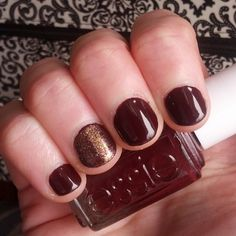 Essie Shearling Darling with Zoya Daul on the accent nail #notd