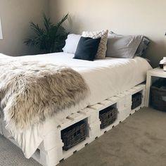 Room Ideas Bedroom, Small Room Bedroom, Western Bedroom Decor, Western Rooms, Diy Pallet Bed, Wooden Pallet Beds, Pallet Bed Frames, Pallet Bed Lights, Pallet Room