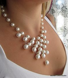 Bib-style pearl necklace. I know I can make this with pearl necklaces I have & don't wear anymore, I have my handy jewelry pliers!