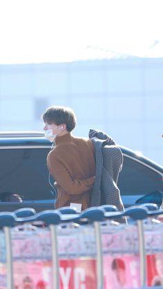 Yoo Kihyun, Hanbin, Airport Style, Bts Suga, Pose Reference, Bobby, Dancer, Handsome, Poses