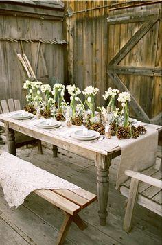 Uma mesa, um lugar rustico e lindo