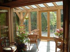 véranda bois et pierre | véranda bois massif et verre avec sol en dalles en pierre et mobilier ...