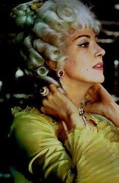 Anna Moffo as Manon