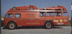 The Ferrari transporter with three Ferrari of and old photo Ferrari Racing, Ferrari F1, Porsche, Racing Team, F1 Racing, Vw Bus, Vintage Racing, Vintage Cars, Vintage Auto