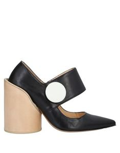 Contrasting applications Solid color Narrow toeline Geometric heel Leather lining Leather sole Contains non-textile parts of animal origin Jacquemus Shoes, Black Pumps, World Of Fashion, Luxury Branding, Soft Leather, Heeled Mules, Heels, Colour, Animal