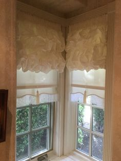 Roller Shades With A Scalloped Bottom Window Shades Pinterest Living Room Interior Room