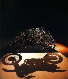 Shigeo Fukuda ( 1932 - 2009) was een Japanse kunstenaar die bekend werd door de door hem gecreëerde optische illusies. Daarnaast was hij grafisch ontwerper en maakte hij posters. Zijn bekendste werk is mogelijk Lunch With a Helmet On uit 1987. Dit is een bouwsel van aan elkaar gesoldeerd bestek dat, wanneer het van bovenaf op de juiste manier belicht wordt de schaduw van een motorfiets geeft.