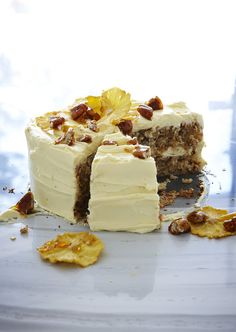 Hummingbird cake with cream cheese frosting, dried pineapple and toffee pecans recipe : SBS Food Caramel Icing, Chocolate Icing, Pecan Toffee Recipe, Dried Pineapple, Roasted Pineapple, Pineapple Slices, Pineapple Cake, Meringue Frosting, Sbs Food