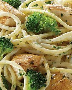 Receta completa de espagueti al brócoli concon pollo   Ideal para el menú del día   Un platillo completo, pues incluye espagueti, brócoli y pollo.