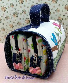 Small bird bag - Home Decoration Mochila Tutorial, Purse Tutorial, Sewing Tutorials, Sewing Projects, Sewing Patterns, Patchwork Bags, Quilted Bag, Fabric Purses, Small Quilts