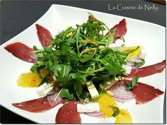 Salade de Magret à l'Orange, Feta, Menthe et Pignons Salade Caprese, Mets, Saveur, Seaweed Salad, Ramen, Orange, Ethnic Recipes, Food, Eruca Sativa