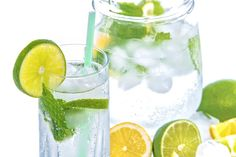 If you are trying to drink more water, try making fruit infused water. I'll show you how easy it is to make fruit flavored water at home. Drinking Every Night, Drinking Water, Drinking Glass, Infused Water Recipes, Fruit Infused Water, Infused Waters, Hcg Diet Recipes, Smoothie Recipes, Drink Recipes