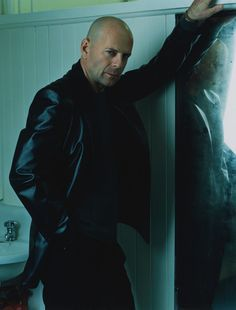 Bruce Willis. Totally perfect look. Lisette would be terrified of this look.