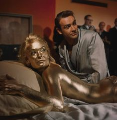 Shirley Eaton & Sean Connery on the set of their 1964 film, Goldfinger. Sean Connery James Bond, James Bond Women, James Bond Style, James Bond Movie Posters, James Bond Movies, Estilo James Bond, Best Bond Girls, Shirley Eaton, Bond Cars