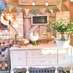 Happy Spring y'all! What lovely decor ideas for Spring/Easter.
