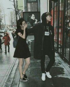 Jinsoo out shopping Bts Girl, Bts Boys, Kpop Couples, Cute Couples, Korean Couple, Korean Girl, Wattpad, Kim Jennie, Bts Jungkook