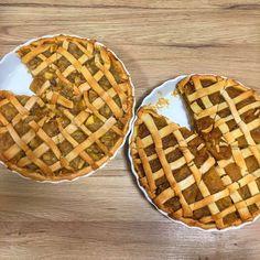 #applepie #pearpie #pie #piecrust #desserts #americandessert #applecake #pear #apple #baking #bakingtips #delicious #deliciousdesserts #homemadepie Pear Pie, American Desserts, Homemade Pie, Apple Cake, Baking Tips, I Foods, Delicious Desserts, Waffles, Breakfast