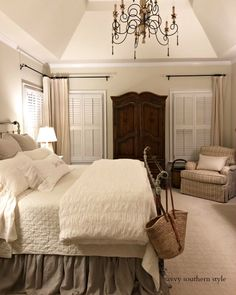 Savvy Southern Style: Das hellere Hauptschlafzimmer enthüllt - Best Home Deco French Country Bedrooms, French Country Decorating, French Country Bedding, Home Decor Bedroom, Bedroom Furniture, Modern Bedroom, Bedroom Ideas, Master Bedrooms, French Master Bedroom