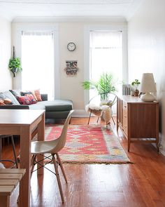 Eclectic living room || Design Sponge || Rug