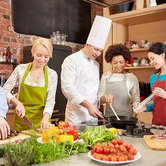 Egy szakács jól jön nagyobb partikra.