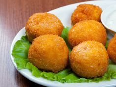 Appetizer Recipe: Chorizo and Potato Croquettes. I'm learning to tolerate good lean sausage and finding that today specialty stores are selling delicious good lean, fresh sausage. Dried chorizo is good in recipes too, also sold at specialty stores. My Colombian Recipes, Colombian Food, Appetizer Dips, Appetizer Recipes, Chorizo And Potato, Potato Croquettes, Croquettes Recipe, Potato Puffs, Snacks Für Party