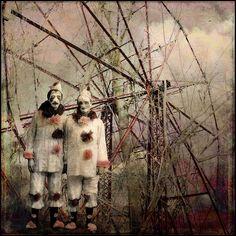 the randomness. of clowns Halloween Circus, Circus Clown, Circus Theme, Haunted Carnival, Dark Circus, Altered Book Art, Creepy Pictures, Send In The Clowns, Creepy Clown