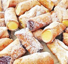 See related links to what you are looking for. Cannoli, I Love Food, Good Food, Yummy Food, Holiday Desserts, Italian Recipes, Sweet Recipes, Delicious Desserts, Biscuits