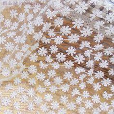 Encontre mais Rendas Informações sobre 125 cm * 5yds crisântemo bordado fio de algodão tecido de renda para o vestido de luxo à noite, pano de casamento, decoração livre grátis, de alta qualidade fio do laço, tecido de renda China Fornecedores, Barato lace lace fabric de M & M Garment Accessory Market em Aliexpress.com