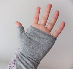 DIY: Gloves from old t-shirts. Francais.