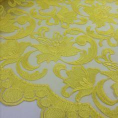 Tule bordado amarelo