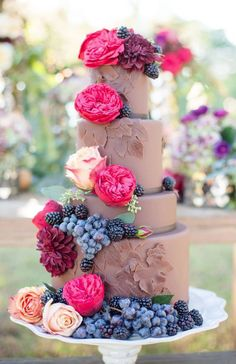 Featured Photographer: Laura Yang Photography, Featured Cake: The Pastry Studio; Wedding cake idea.