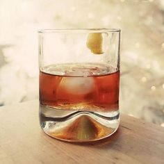 Bourbon Capital of the World. 10 Small-Batch Bourbons to Buy Now. Bourbon Drinks, Wine Drinks, Alcoholic Drinks, Bourbon Recipes, Whiskey Cocktails, Scotch Whiskey, Bourbon Whiskey, Whisky, Small Batch Bourbon