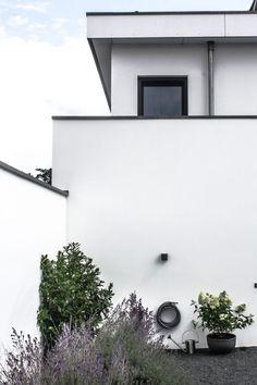 Garden Notes – Our Backyard Story & latest finds in modern garden accessories Modern Backyard Design, Fire Bowls, Interior Design Magazine, Interior Stylist, Garden Accessories, Garden Hose, Floating Shelves, Notes, Outdoor