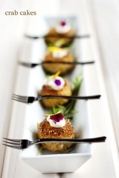 plating crab cake appetizers - Google Search Snacks Für Party, Appetizers For Party, Easy Appetizer Recipes, Gourmet Recipes, Think Food, Mini Foods, Crab Cakes, Crescent Rolls, Appetisers