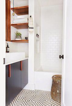 Tour: A Hip Couple's Fresh California Bungalow Amber Interiors - Bathroom designAmber Interiors - Bathroom design Laundry In Bathroom, White Bathroom, Bathroom Interior, Bungalow Bathroom, Minimal Bathroom, Bathroom Storage, Bathroom Shelves, Simple Bathroom, Master Bathroom
