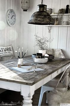 Inspiration for How to Finish your dining room table. Will look great if we get slightly more modern dining chairs. Not sure if we'll room in the budget for that, but just an idea! Sweet Home, Küchen Design, Interior Design, Home And Deco, Farmhouse Table, Rustic Farmhouse, Dining Room Table, Dining Area, Rustic Decor