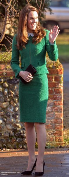 Kate looked elegant in a rich green jacket and skirt by Hobbs London.