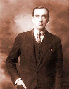 El poeta chileno Vicente Huidobro nació el 10 de enero de 1893.