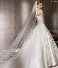 Pronovias Alcanar........ want the veil