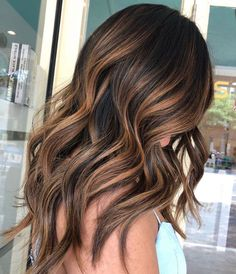 102 Best Hair Dye Ideas for 2019 Find the best hair colour trends & discover the trending hair dye ideas for From blonde, brunette, ombre, rainbow & balayage, get inspired now. Balayage Hair Caramel, Hair Color Caramel, Brown Hair Balayage, Brown Blonde Hair, Hair Color Balayage, Blonde Brunette, Babylights Blonde, Brunette Highlights, Wavy Hair