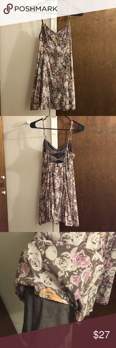 "Free people dress Tight in the bust area then flares out at the bottom. Has two bows on the back and is double layered. Zipper on the left side. No flaws except an ""X"" mark on the label.   100% rayon Free People Dresses Mini"
