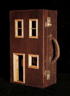 Vintage Suitcase Dollhouse: Upcycled Gorgeous von SuitcaseDollhouse