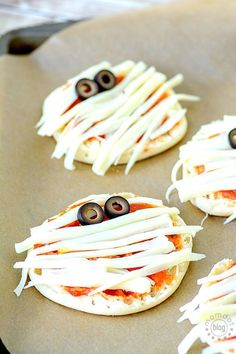How to delight your kids with Mummy Pizza this halloween - How to delight your kids with Mummy Pizza this halloween - use this technique to make mummy pizzas that everyone will get a giggle over - pin so you dont lose this one- its a great before Halloween dinner