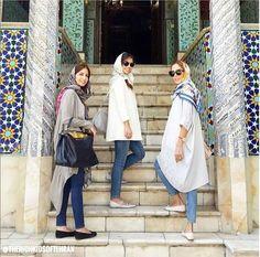 """Oxu.az - """"Tehranın Zəngin Uşaqları"""" yenidən diqqət mərkəzində - FOTO Persian People, Persian Girls, Men Street, Street Style Women, Iranian Women Fashion, Womens Fashion, Head Scarf Tying, Baby Girl Images, Girl Photography Poses"""
