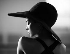 девушка и шляпа - Поиск в Google
