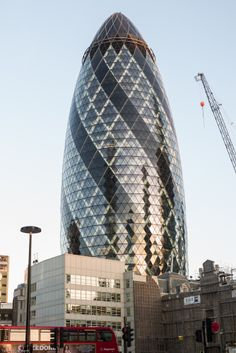 The Gherkin in colour. near Liverpool Street. Photo by Markus Jalmerot Gherkin London, 30 St Mary Axe, Liverpool Street, Seaside Resort, London Calling, Burj Khalifa, Amazing Architecture, Street Photography, Skyscraper