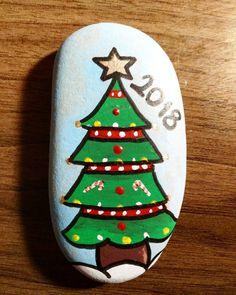 #taş #taşboyama #taşsanatı #taşboyamasanatı #rock #rockpainting #rockart #stone #stoneart #stonepainting #sanatsalşeyler #sanat #yeniyıl #kardanadam #yılbaşı #handmade #elyapımı #elemeği #elişi #christmasdecorations #noelbaba #yılbaşıağacı #hediye #happynewyear #merrychristmas #WewishyouaMerryChristmas #colorful