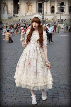 Beautiful Lolita in Rome !!! Fantastic !!! (Chloe Sissi)