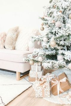 Throwing a #Christmas #Party at #Home - 5 Tips to make it stress free and low key!