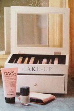 Riverdale Wooden make-up storage